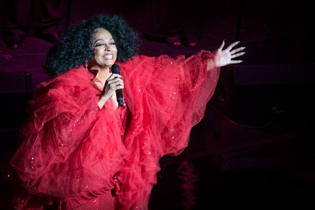 diana ross at the riverside theater milwaukee 2013.jpg.jpe