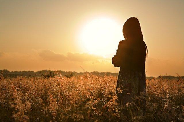 bigstock-woman-silhouette-waiting-for-s-5824100.jpg.jpe