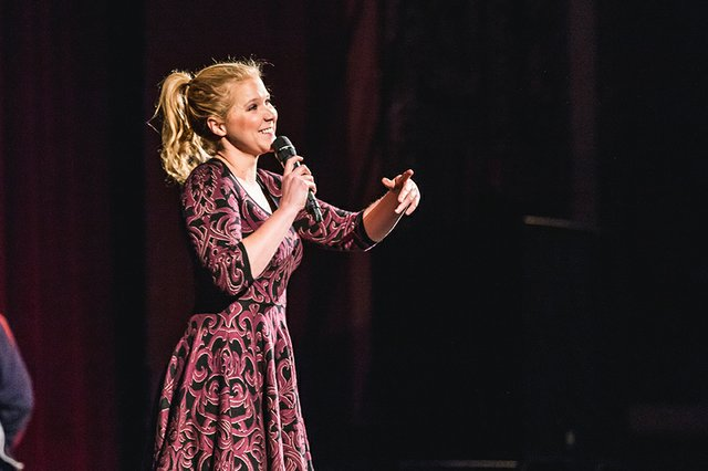 amy schumer riverside theater milwaukee sara bill 2014.jpg.jpe