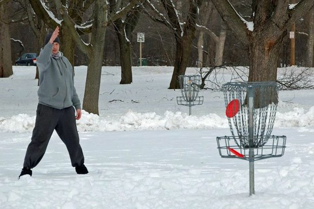 throw milwaukee snow throw winter disc golf.jpg.jpe