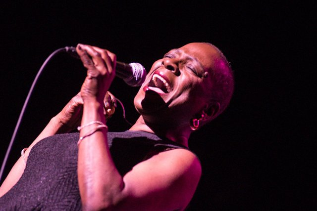 sharon jones pabst theater cancer 2014.jpg.jpe