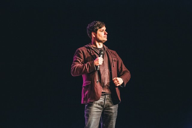 michael ian black comedian live review milwaukee.jpg.jpe