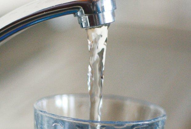 tap-water-healthydebatesdotcom.jpg.jpe