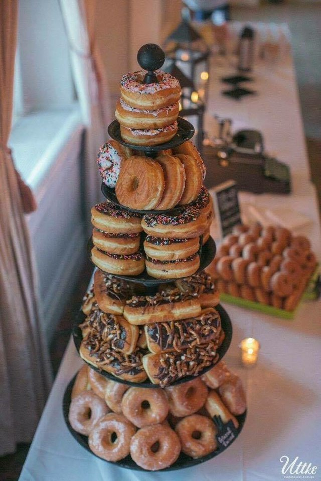 weddingdonuts.jpg.jpe