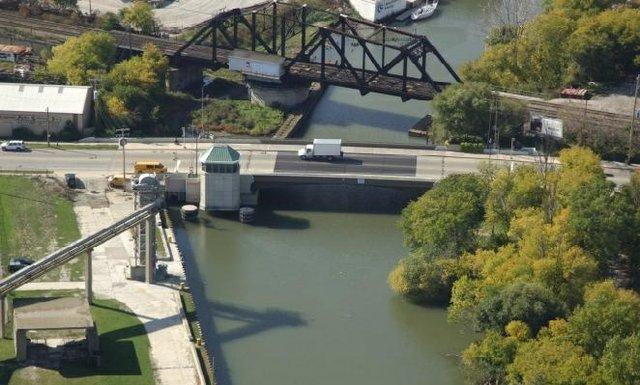 kinnickinnic avenue railroad bridge.jpg.jpe