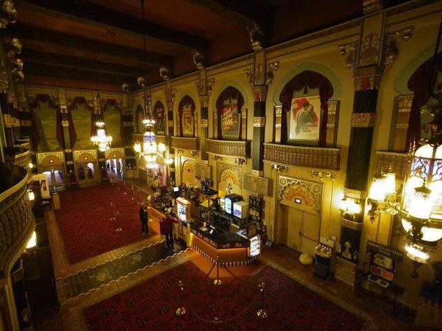 oriental theatre warm.jpg.jpe