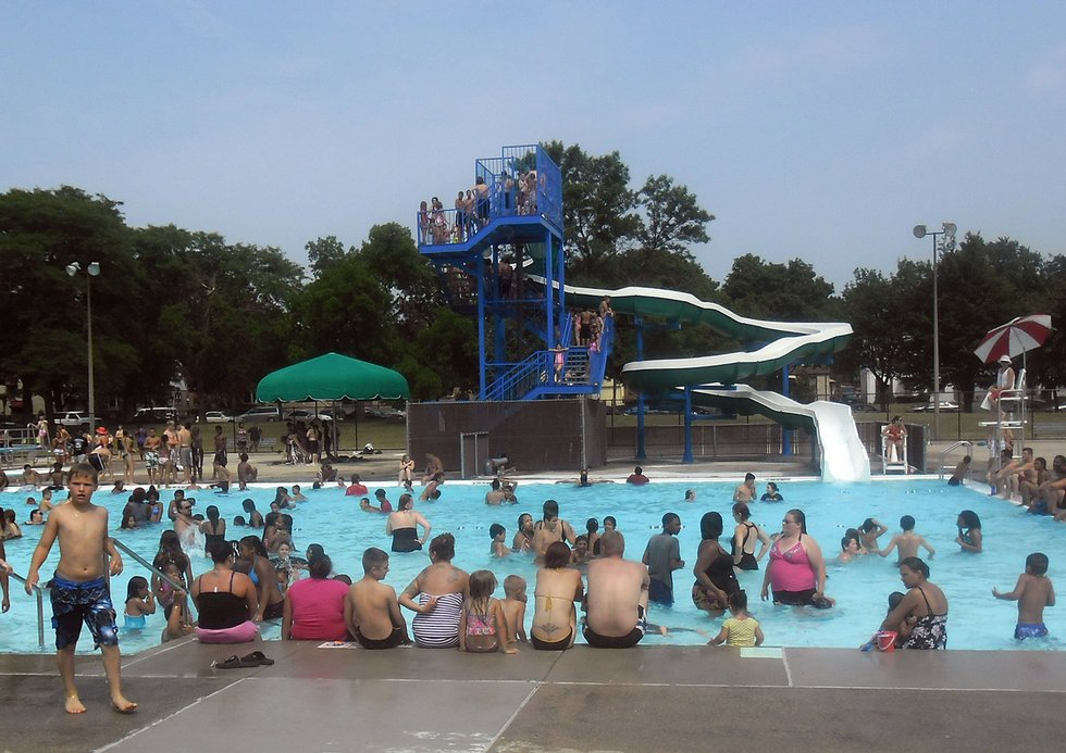 Milwaukee county 39 s outdoor pools are opening for the for Mississippi wind pool