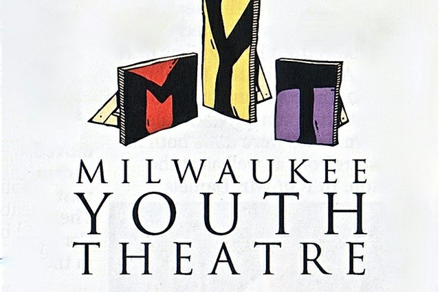 curtains_milwaukeeyouththeatre.jpg.jpe
