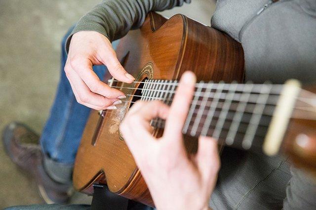 guitar_d.jpg.jpe
