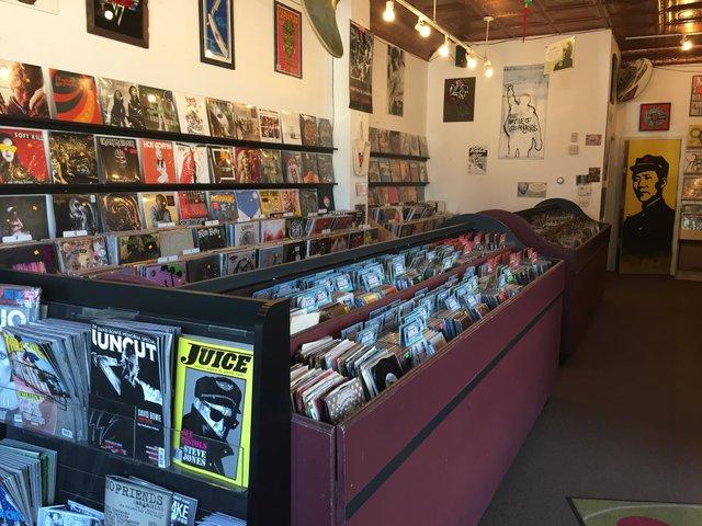 recordstore2.jpg.jpe