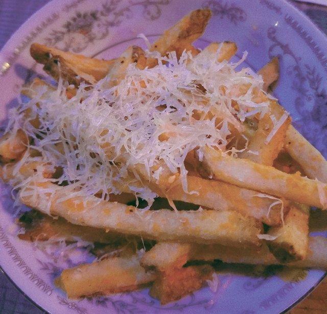 DiningOut_SnackBoys_CheeseFries.jpg