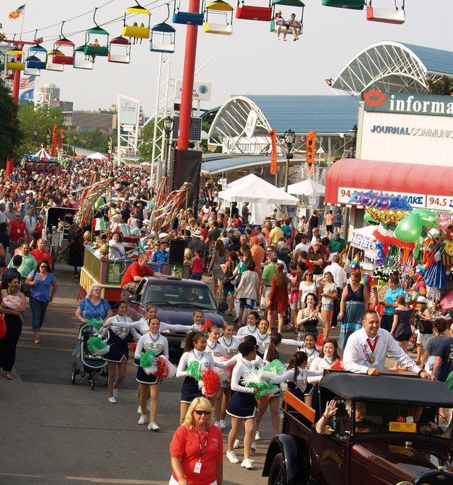 Pinnocchio parade 1.jpg