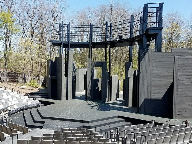 Theater_APT_(CourtesyofAmericanPlayersTheatre).jpg