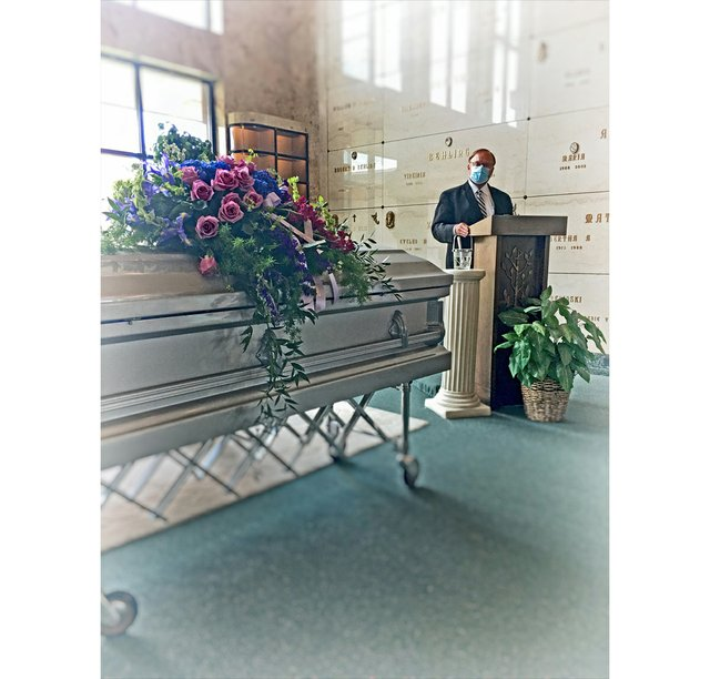 Moms-funeral-not-due-to-COVID_Barbara-Budish_Designer-Photographer.jpg