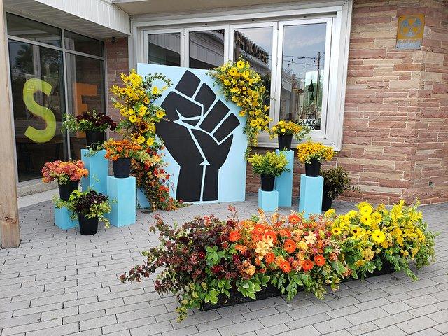 flower_mural_credit_ethan_duran.jpg
