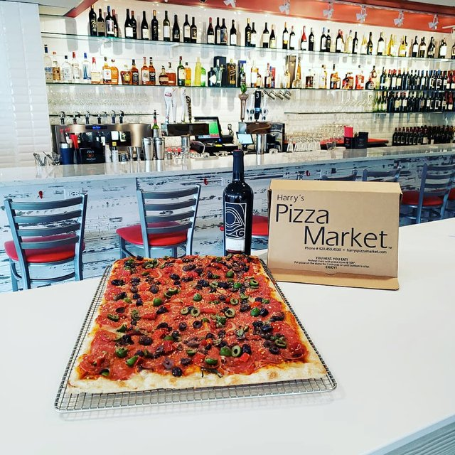 EatDrink_HarrysPizzaMarket_(Photocourtesyof Harrys Pizza Market).jpg