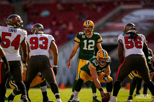 Packers_Rodgers-Buccaneers_(EvanSiegle).jpg