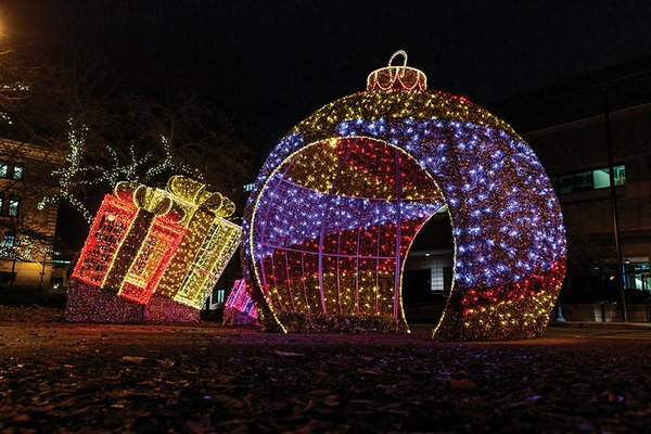 culture_This-Month-MKE_Holiday Lights Festival(Alan_Herzberg_Jr)_2.jpg