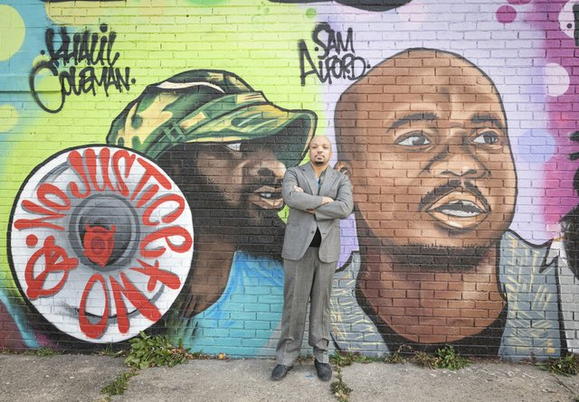 rsz_47_samuel_alford_at_his_mural_on_14th_&_vliet__by_tom_jenz.jpg