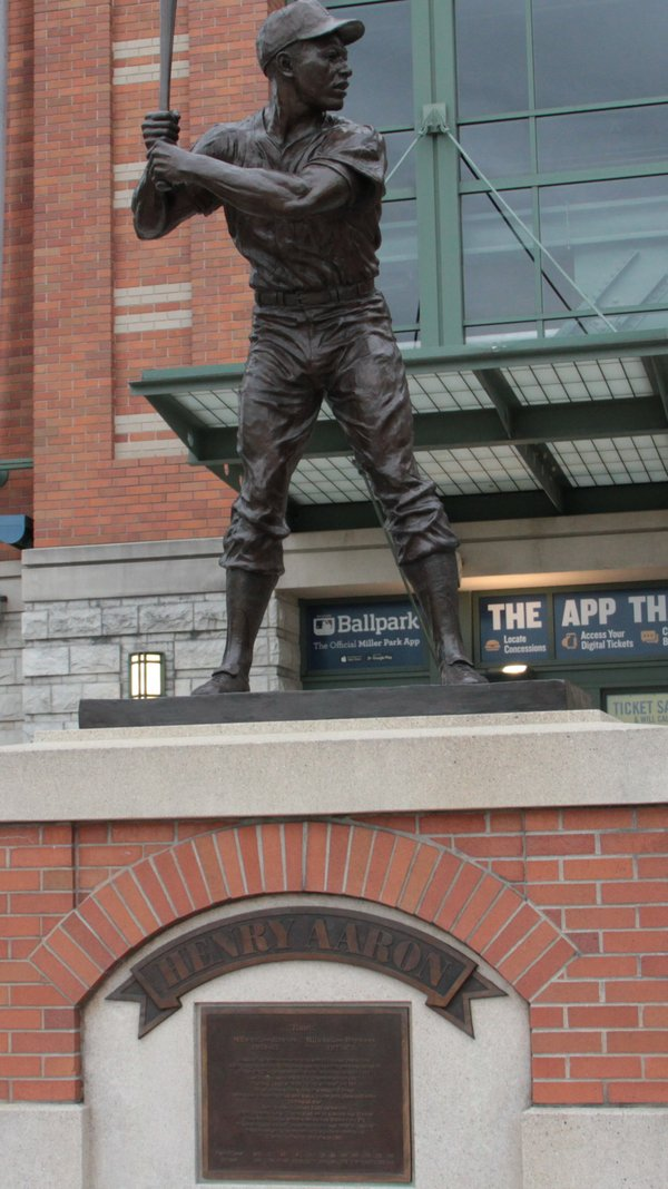 Hank Aaron _statue photo by Jean-Gabriel Fernandez_IMG_2318.JPG