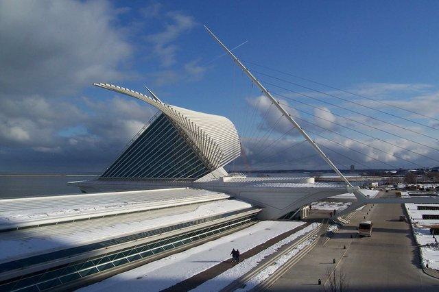 Milwaukee Art Museum via Wikimedia Commons.jpg