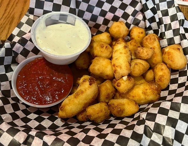 Steny's cheese curds