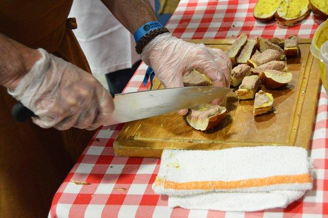 stein-and-dine-3-cutting-liverwurst.jpg